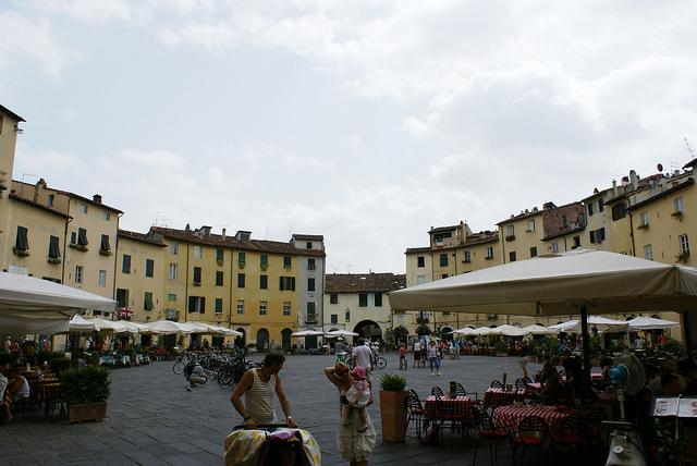 Piazza dell'Anfiteatro (plac Targowy) Lukka Toskania Włochy